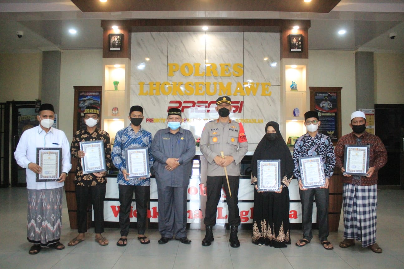 Serahkan penghargaan kepada juara MQK Aceh, ini pesan Kapolres Lhokseumawe