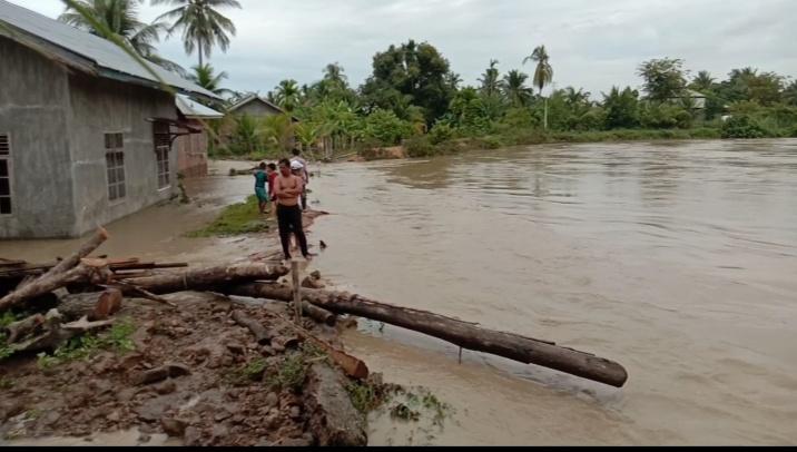Tanggul Sungai Krueng Pasee jebol, rumah warga Kabupaten Samudera terendam
