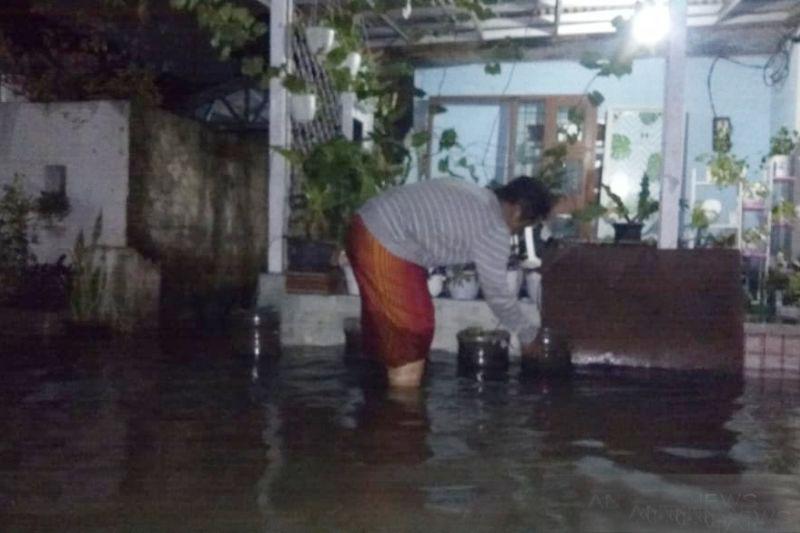 Kampung Bojong Jengkol Cilebut terendam banjir hingga sepinggang