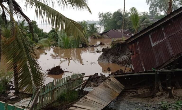 Longsor hanyutkan dua rumah dan rusak tempat ibadah di Tanjabbar