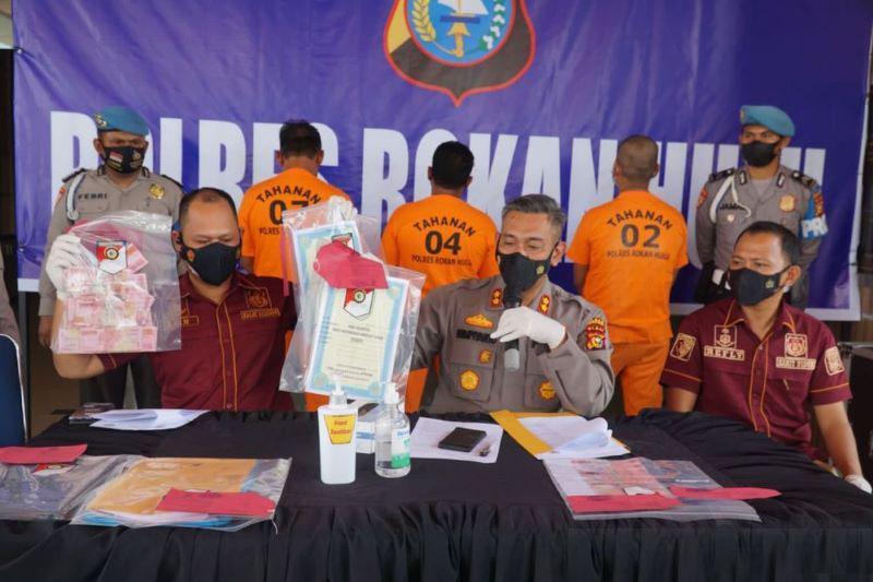Polres Rohul tangkap Kades lakukan pungli Rp20 juta