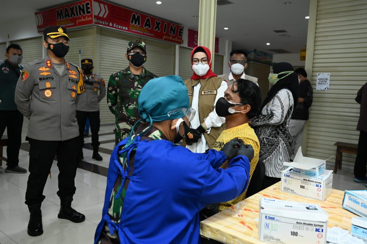 DKK layani vaksinasi Covid-19 malam hari