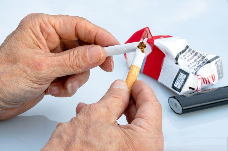 Strategi unik Inggris bantu warganya berhenti merokok