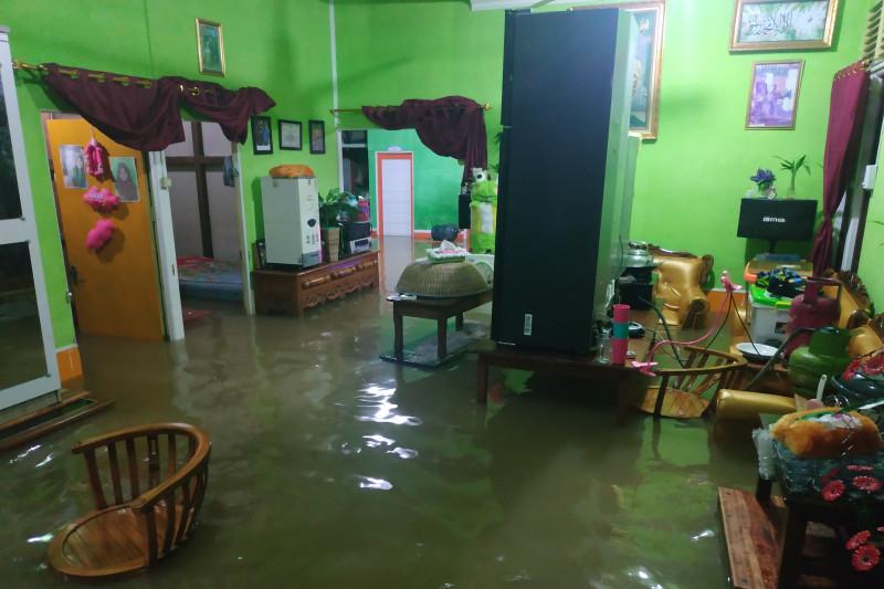 Banjir di Kapuas Hulu akses jalan putus dan rumah warga terendam