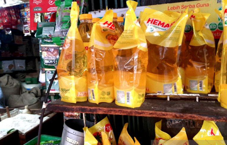 Pedagang harapkan harga minyak goreng segera turun