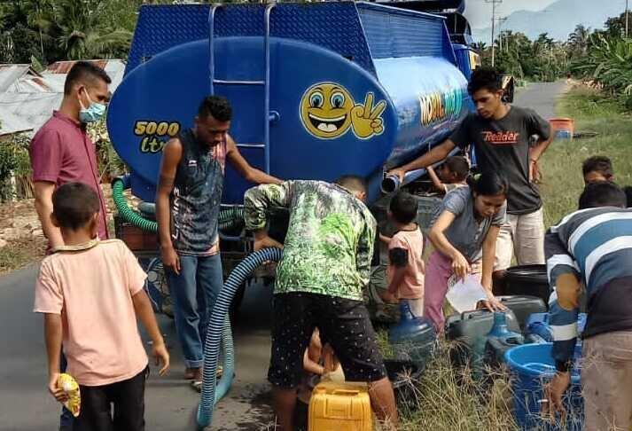 Biddokes Polda NTT salurkan air bersih dan sembako untuk masyarakat