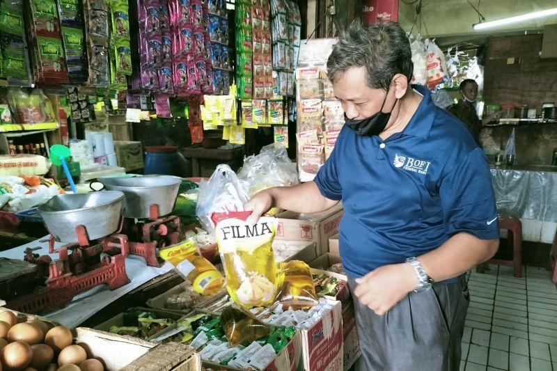 Pedagang sembako keluhkan harga minyak goreng naik
