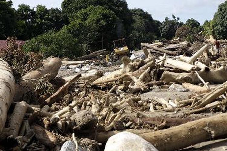 4 Oktober 2010: Banjir bandang Wasior, 158 orang meninggal dunia dan 145 orang hilang