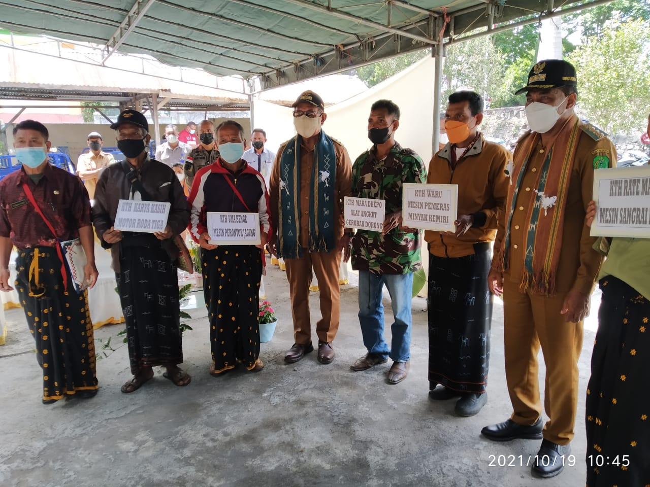 Wagub NTT serahkan bantuan bagi Kelompok Tani Hutan (KTH) di Kabupaten Ngada
