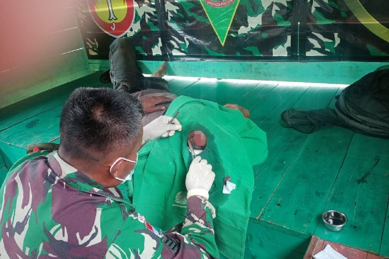 Satgas TNI bantu obati luka robek warga di perbatasan RI-PNG