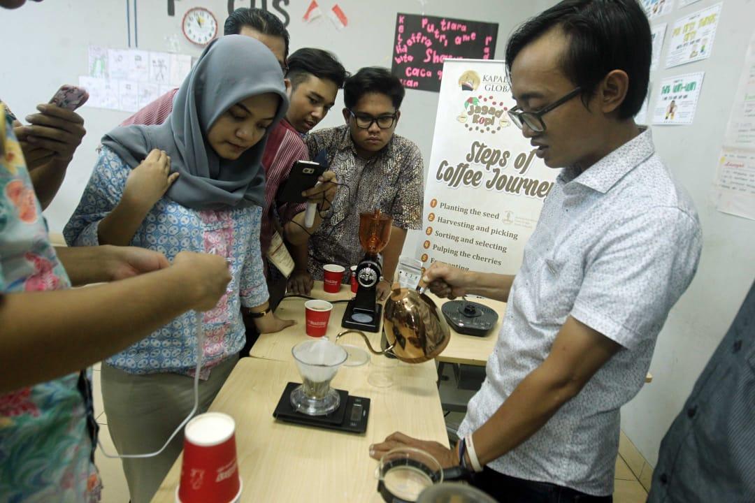 Duta Kopi Kapal Api Global sebarkan pengetahuan kopi kepada pelajar SMA