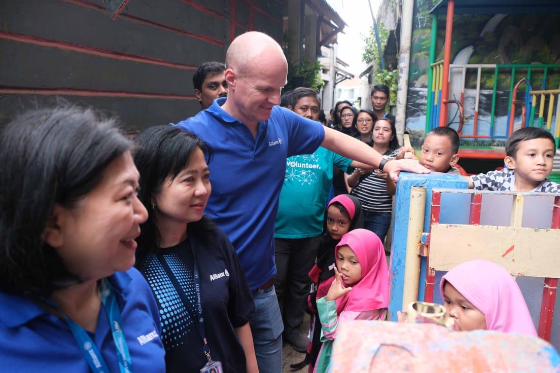 Allianz komitmen bantu korban banjir