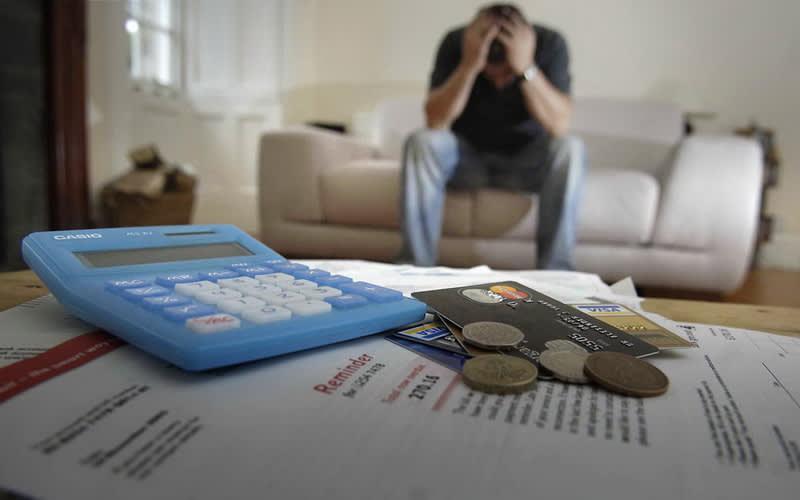 Jadi Solusi Atasi Masalah Keuangan, Ini Berbagai Manfaat Pinjaman Online bagi Karyawan Kantoran