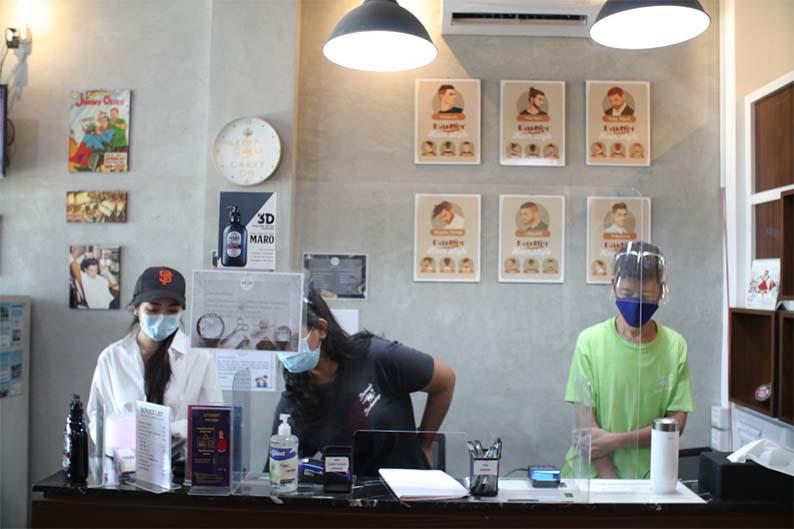 Barcode Barbershop, pangkas rambut dengan free coffee
