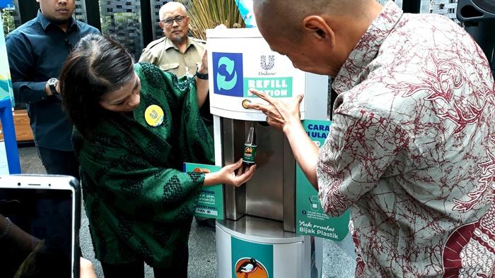 Atasi tumpukan sampah, PT Unilever jual isi ulang produk rinso dan kecap