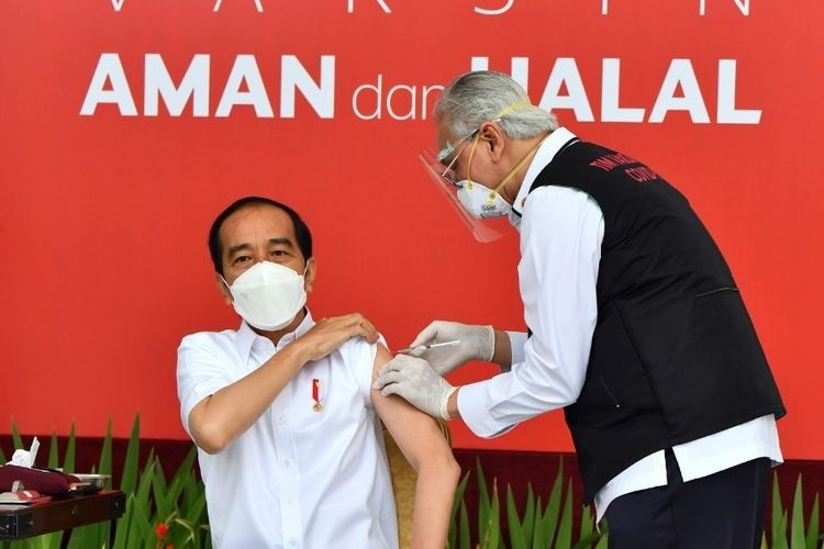 Cerita dokter yang gemetar saat suntikkan vaksin ke Jokowi