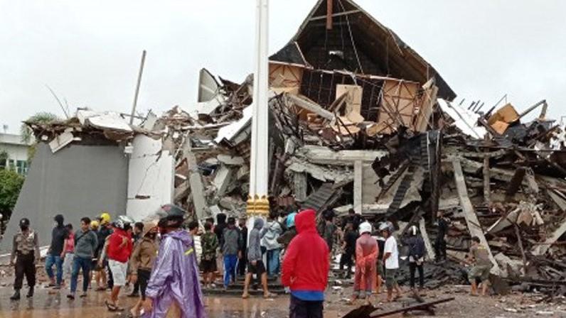 Pemerintah akan memberikan bantuan kepada korban gempa Mamuju