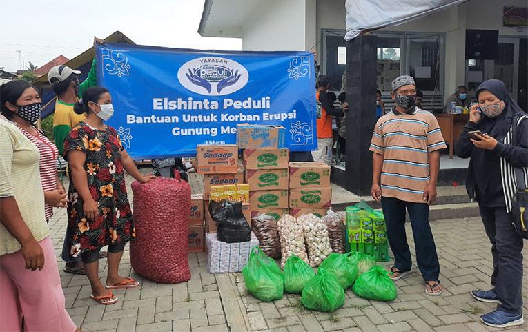 Elshinta Peduli salurkan bantuan pada pengungsi di Banyurojo, Mertoyudan, Magelang