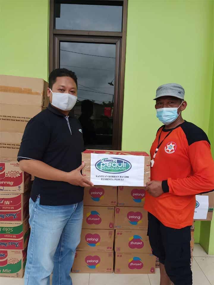 Eshinta Peduli serahkan bantuan pada korban banjir di Genuksari, Semarang